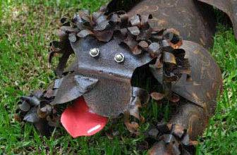 Dog steel sculpture