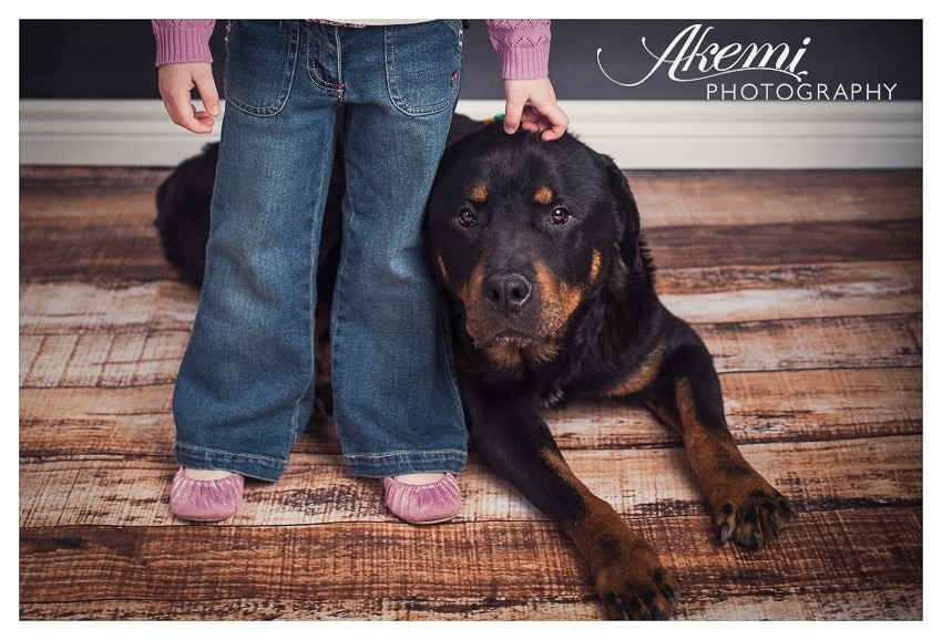 how-to-take-photos-of-your-kids-with-their-pets